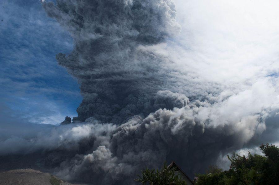 L'éruption du volcan Sinabung dans le Sumatra du Nord.