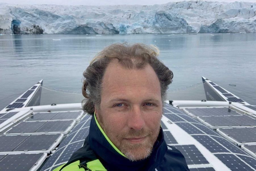 A bord d'« Energy Observer » devant le glacier Tunabreen au Spitzberg en 2019.
