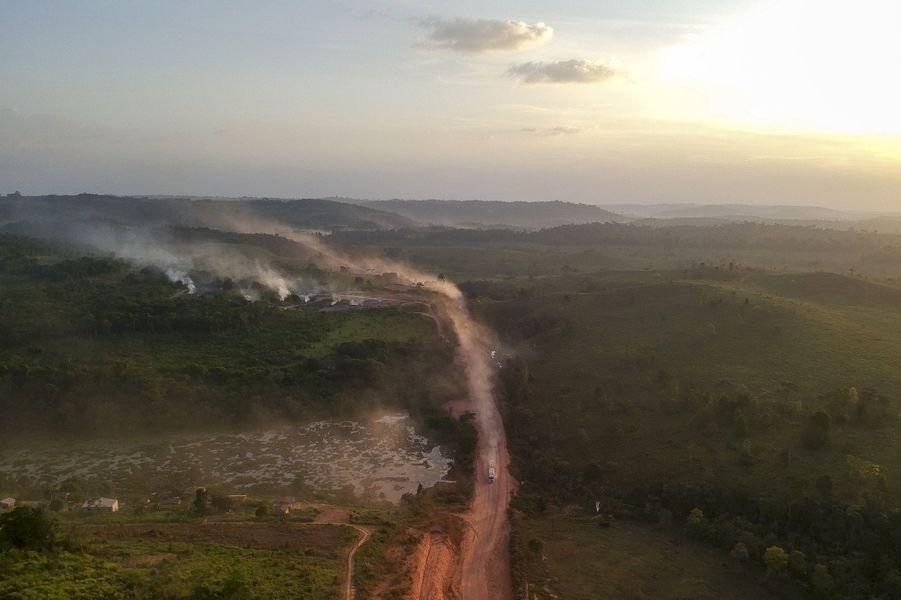 Vue aérienne de la célèbreTransamazonica, où des incendies ont démarré à proximité.