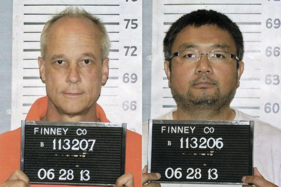 Pour avoir photographié une ferme du Kansas, George Steinmetz (à g.) et son assistant Wei Zhang se sont retrouvés en garde à vue en juin 2013.