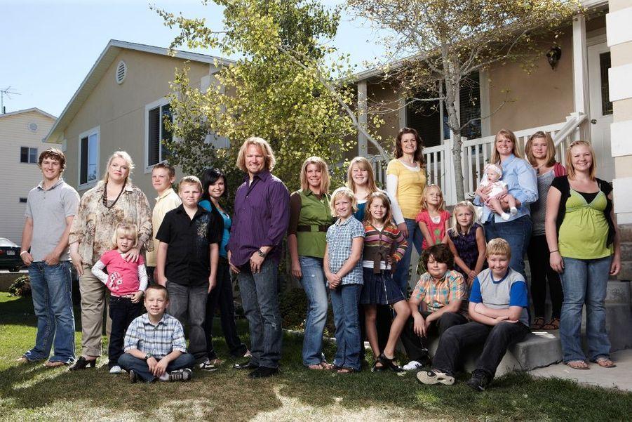 Fondamentaliste mormon, Kody Brown, 46 ans (au centre) – avec ses 4 femmes et ses 17 enfants –, est devenu la vedette d'une émission de télé-réalité américaine, « Sister Wives ». Cette religion, principalement installée dans les montagnes Rocheuses (Utah), revendique plus de 15 millions d'adeptes.