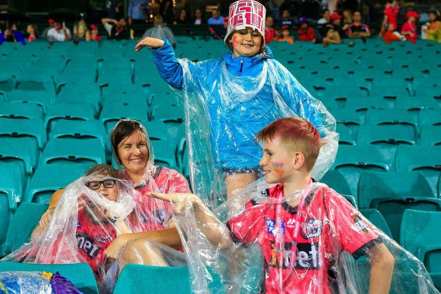 Les vestes de pluie sont de retour à Sydney.