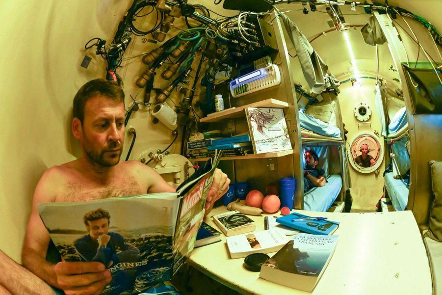 Saine lecture pour Laurent Ballesta, entre deux explorations.