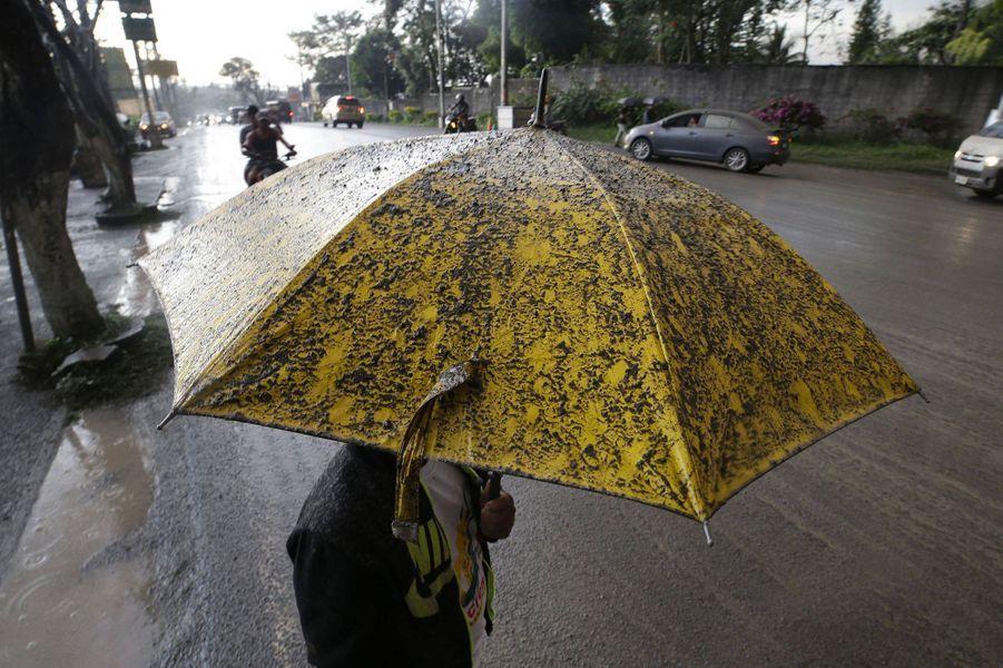 Des pluies de cendre près de Manille.