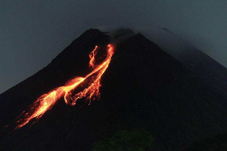 Nouvelle éruption du Merapi, le 18 février 2021.