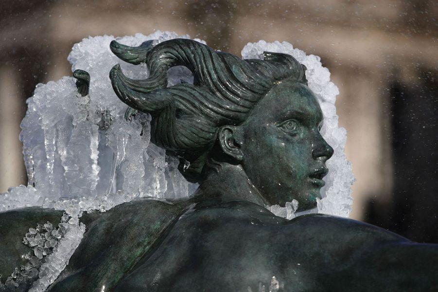 Les fontaines de Trafalgar Square gelées à Londres.