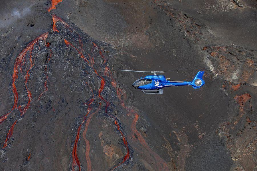 Coulées de lave causées par l'éruption du Piton de la Fournaise, à La Réunion, le 10 février 2020.