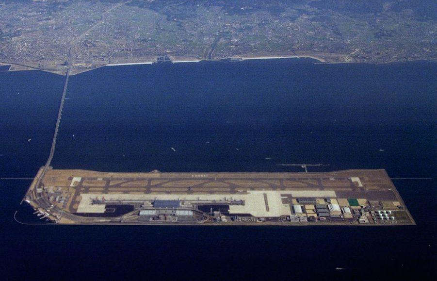 L'aéroport international de Kansai, premier aéroport sur la mer, vu du ciel