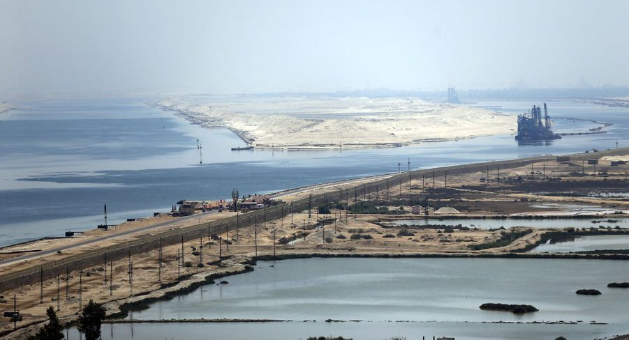 Le canal de Suez vu de la route du désert d'Ismaïlia