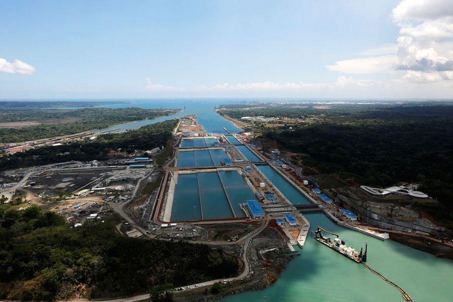 Vue aérienne du canal de Panama