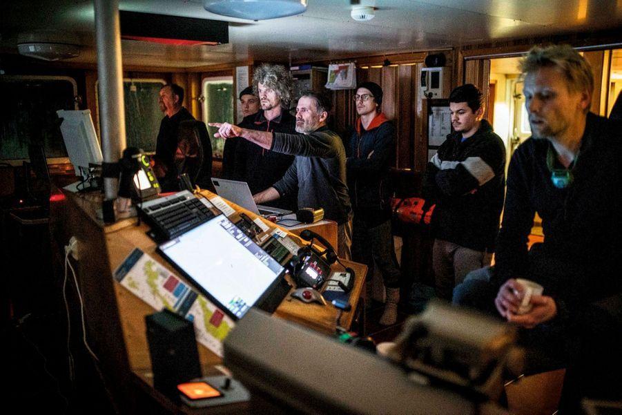 Le 2 décembre. Briefing dans la salle des commandes du « Lance ».