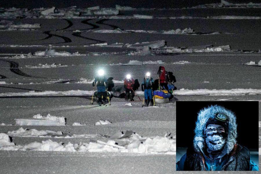 Dimanche 8 décembre vers 0 h 30. Mike Horn (à dr. en bleu et en médaillon) et Borge Ousland, avec les Norvégiens (en rouge) venus les aider, arrivent en vue du navire.