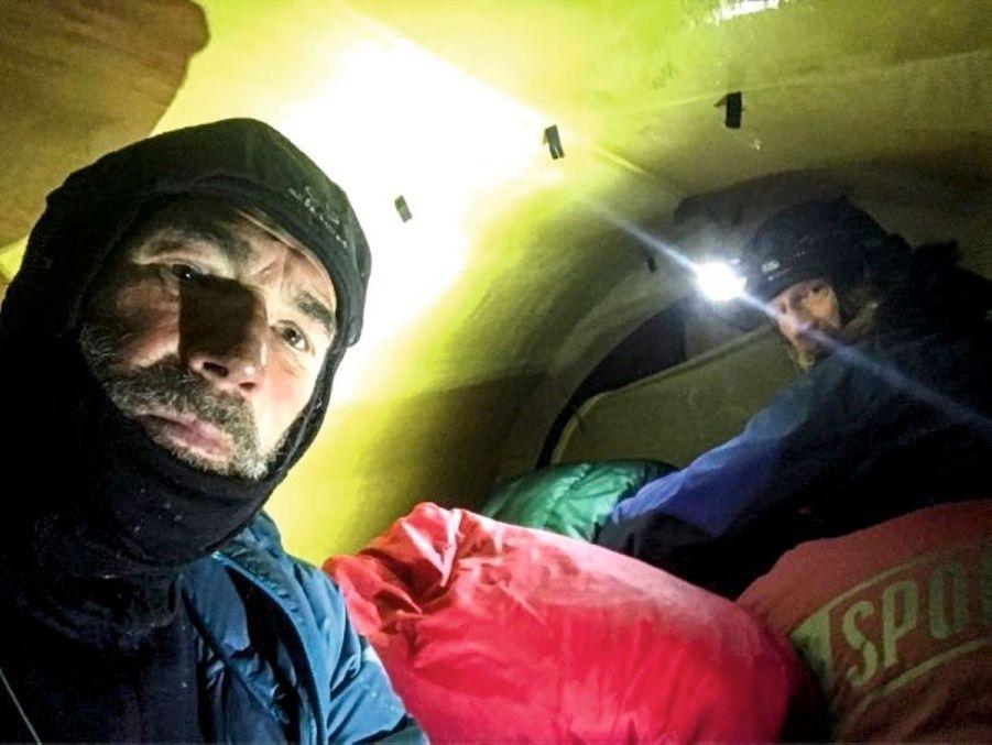 L'une des conditions de survie : se découvrir le moins possible, même sous la tente.
