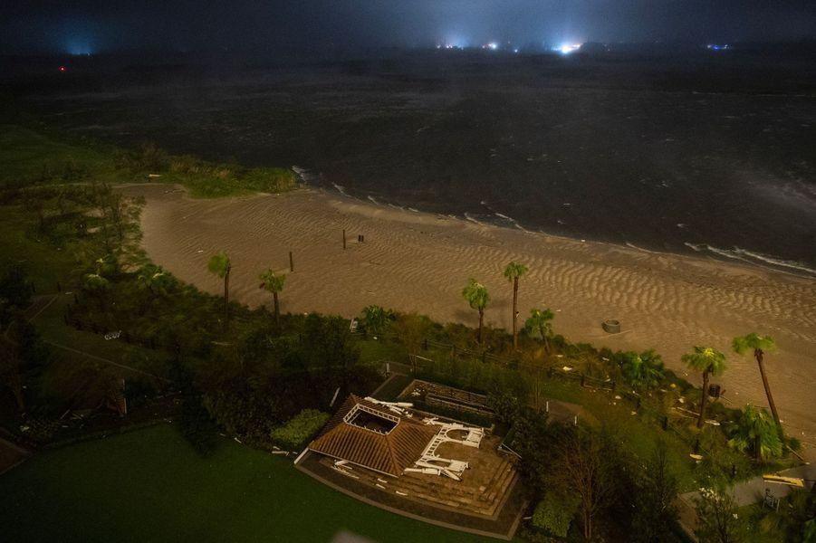 Vue d'une plage de Lake Charles, en Louisiane, au moment du passage de l'œil de l'ouragan Laura, jeudi.