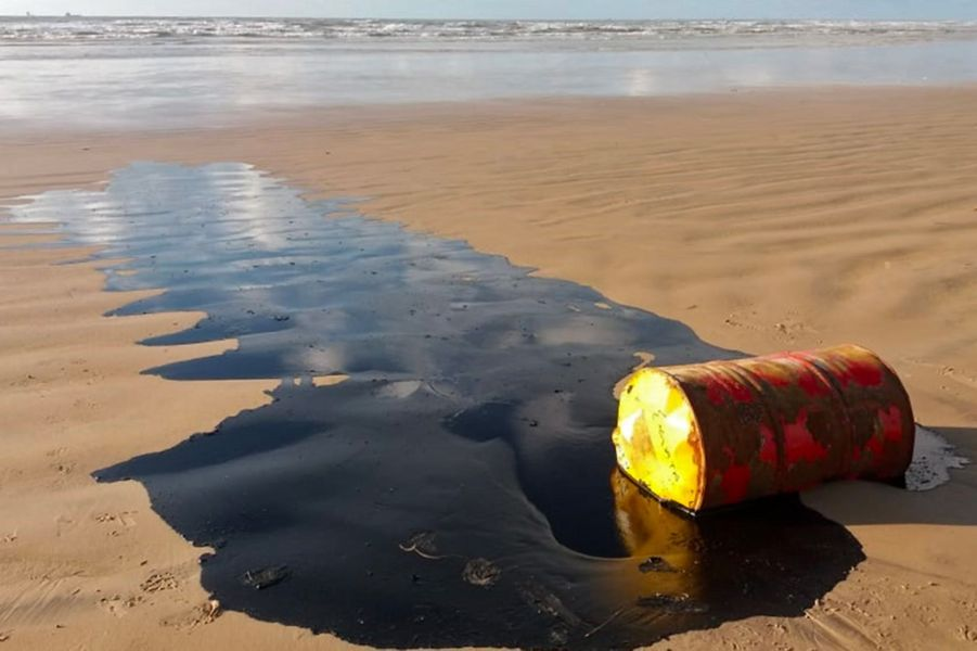 La mystérieuse pollution au pétrole qui souille les plages — Brésil