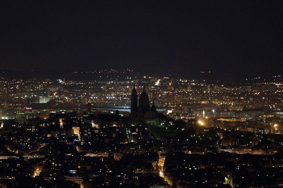 La Sacré-Coeur de Montmartre dans le noir.