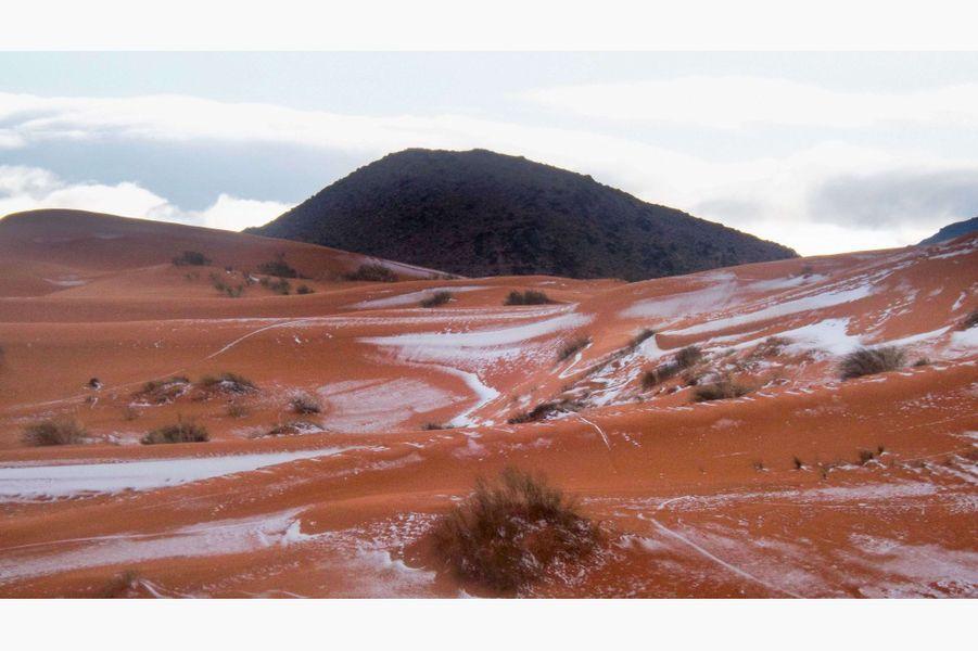 Chute de neige sur le Sahara à Aïn Sefra, en Algérie, le 19 décembre 2016.