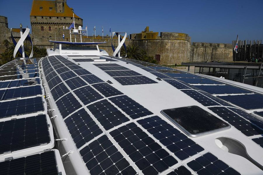 Le catamaran Energy Observer fonctionne uniquement grâce aux énergies renouvelables.