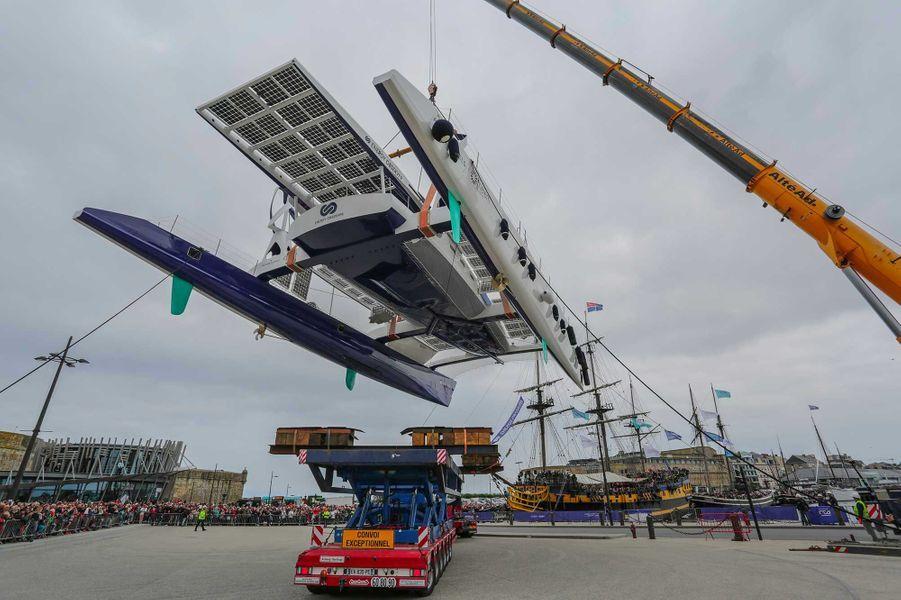 Le catamaran Energy Observera été mis à l'eau, à Saint-Malo.