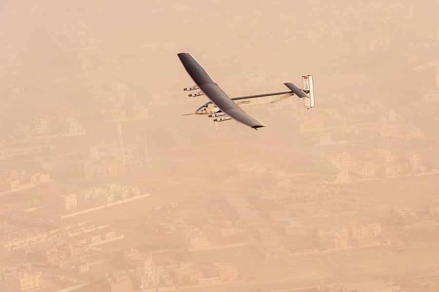 L'avion au-dessus de la brume