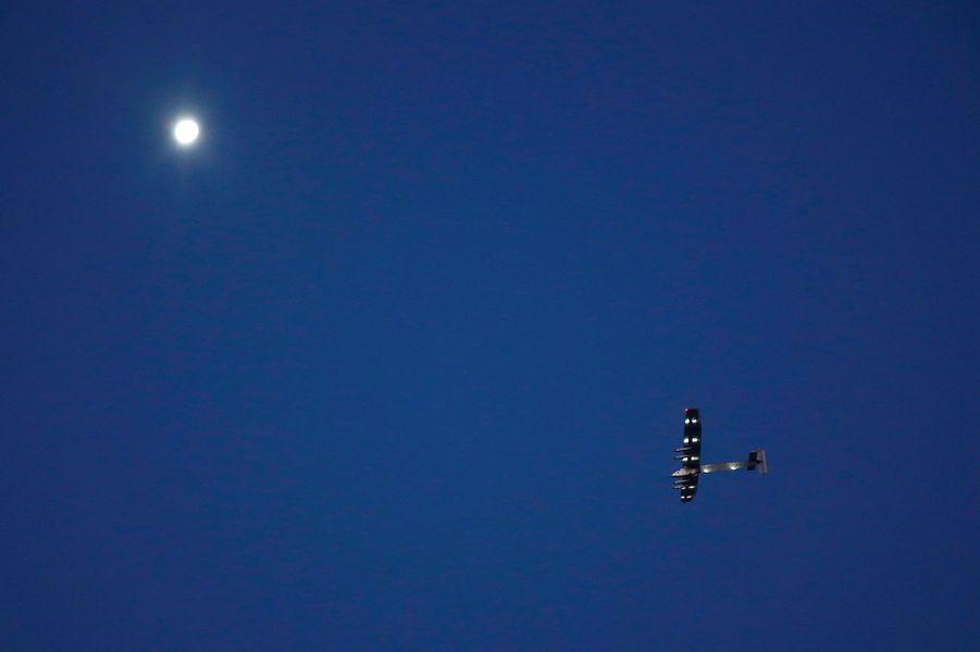 Solar Impulse joue avec le soleil