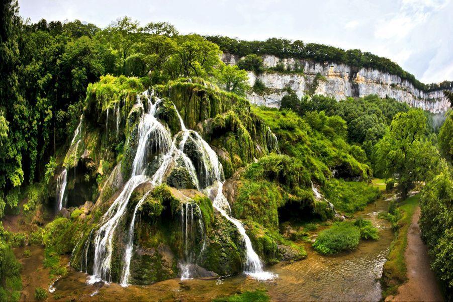 PARADIS ZEN Dans les cascades de tuf de Baume-les-Messieurs.