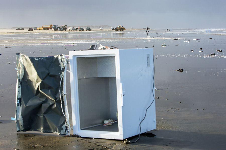 270 conteneurs remplis d'objets divers, de plastique et de substances toxiques se sont échoués dans la mer du Nord. Ils arrivent désormais sur les côtes néerlandaises.