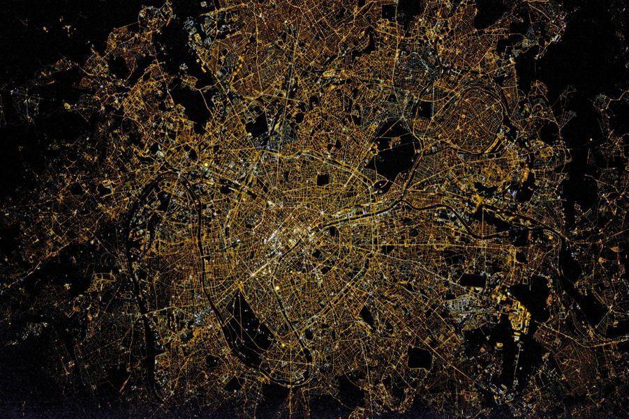 La capitale et la petite couronne: 6,7 millions d''habitants, le record de densité en France.
