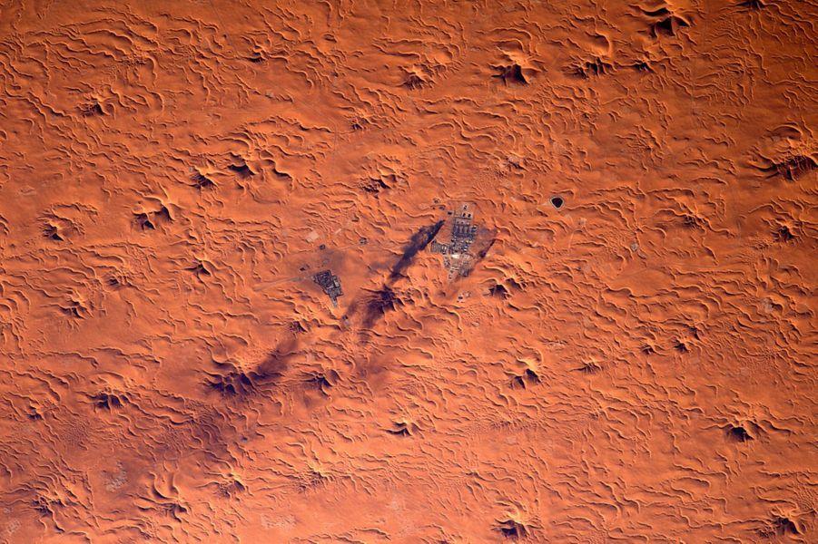 Sahara. Les hydrocarbures ont fait de cet enfer qui brûle à plus de 50 °C le trésor de l'Algérie.