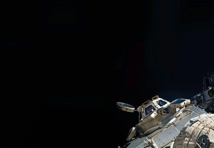 « Quand mon collègue a pris la photo, j'étais aux commandes du bras robotique dans la Cupola, un de nos endroits préférés ! »