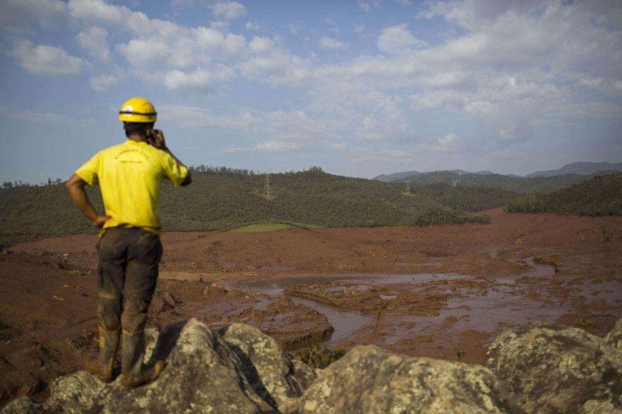 Une gigantesque coulée de boue fait 17 morts