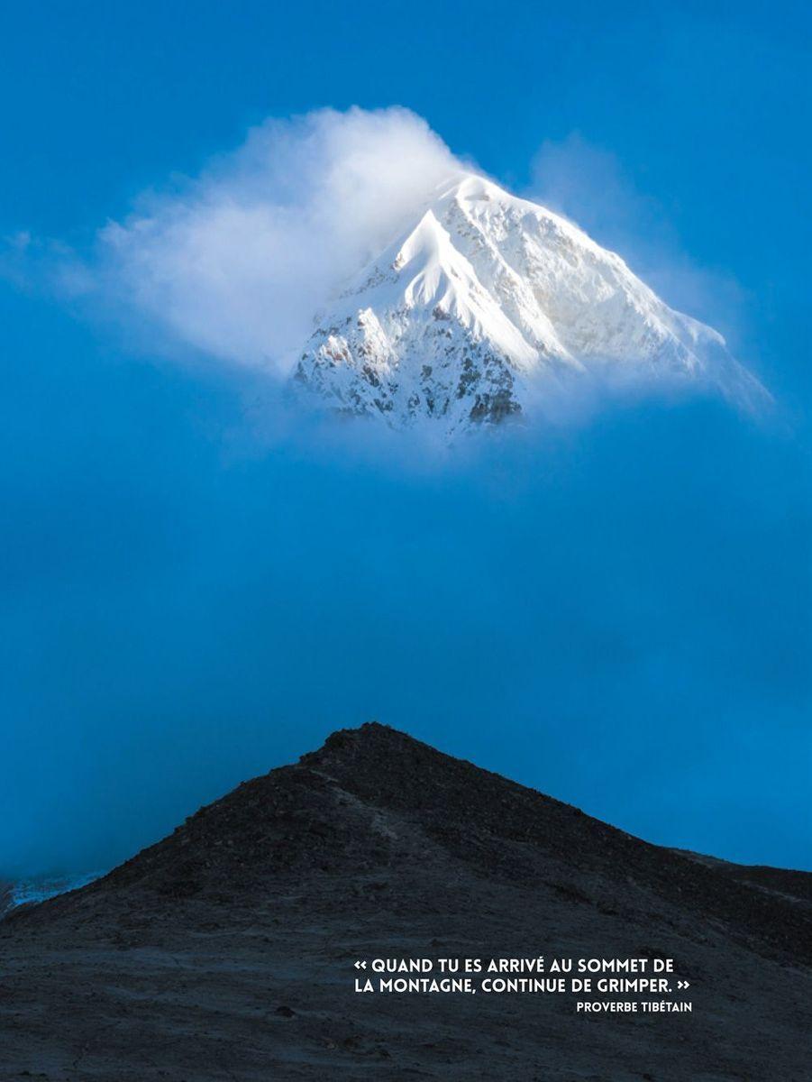 Les cimes du Chomolungma, alias Everest.