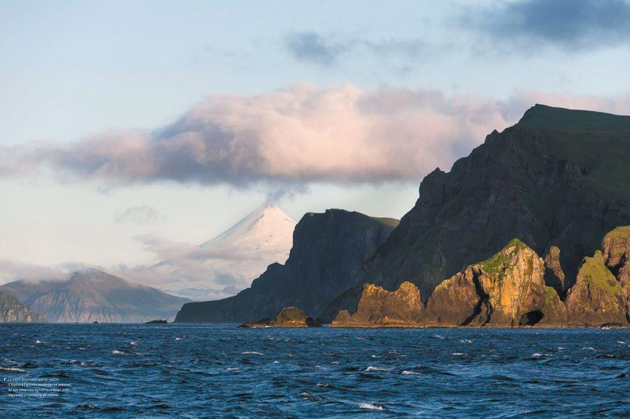 Le mont Shishaldin, un volcan d'Alaska.