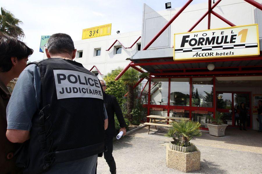 Dès le 22 avril 2011, les policiers suivent la trace de Xavier Dupont de Ligonnès à Roquebrune-sur-Argens, dans le Var.