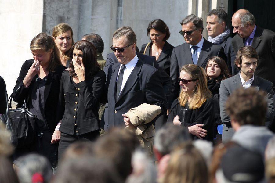 Le 28 avril, les funérailles des cinq membres de la famille Dupont de Ligonnès ont lieu en l'église Saint-Félix de Nantes.