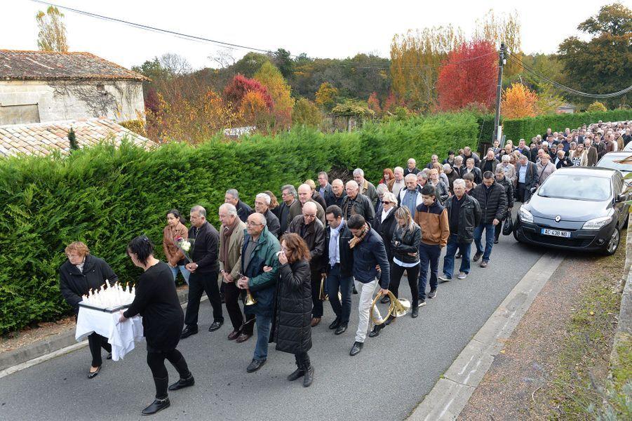 En Gironde, le déchirant hommage aux victimes de l'accident