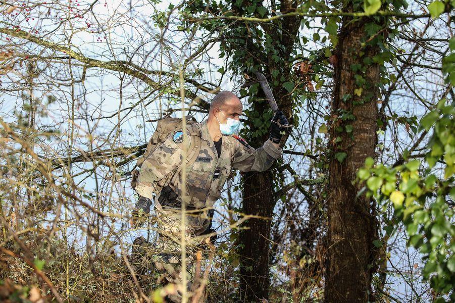 Les gendarmes sont à la recherche d'indices près de Cagnac-les-Mines (Tarn), oùDelphine Jubillar a disparu depuis le 15 décembre dernier.
