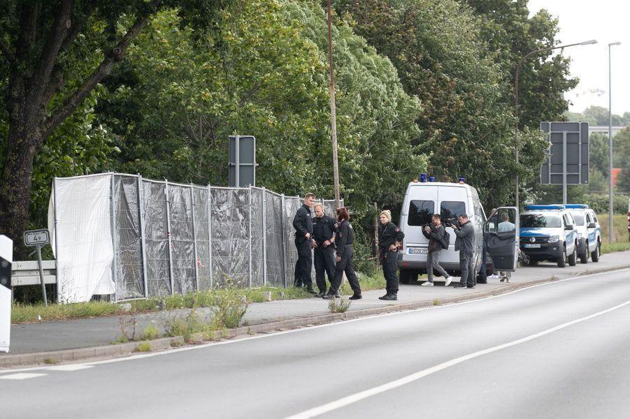 La police a fouillé un jardin près de Hanovre.