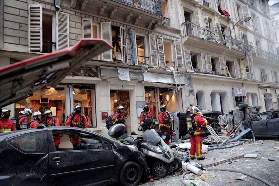 Le parquet de Paris a ouvert une enquête confiée à la direction régionale de la police judiciaire pour identifier notamment l'origine du sinistre.