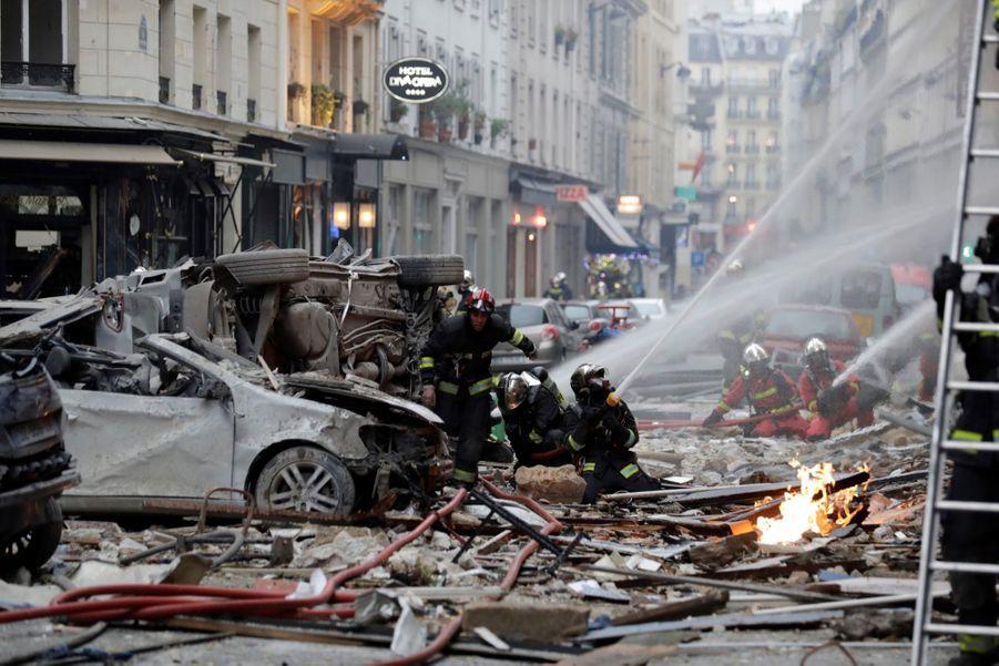 """L'explosion a eu lieu """"au moment où des gens étaient dans la rue et les pompiers à l'intérieur"""" de l'immeuble, a précisé M. Castaner.Elle s'est produite vers 09H00 au 6 rue Trévise, où se trouve une boulangerie, dans le IXe arrondissement de la capitale."""