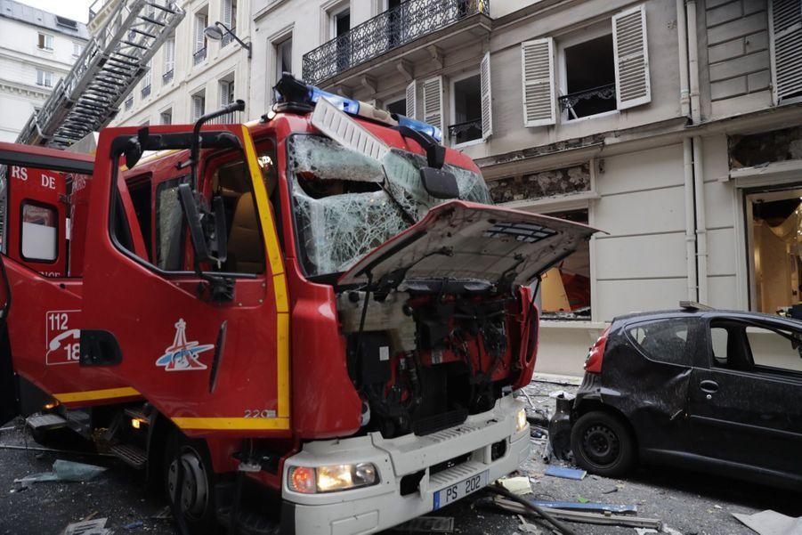 """L'explosion a eu lieu """"au moment où des gens étaient dans la rue et les pompiers à l'intérieur"""" de l'immeuble, a précisé M. Castaner."""