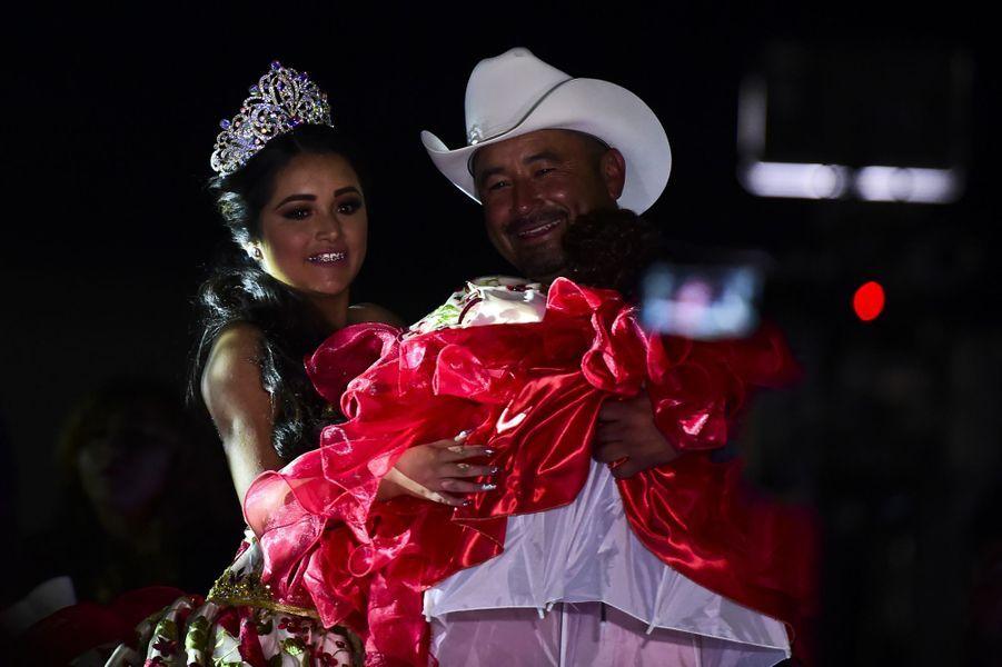Plus de 10 000 personnes ont assisté à l'anniversaire de Rubi Ibarra Garcia au Mexique, le 26 décembre 2016.