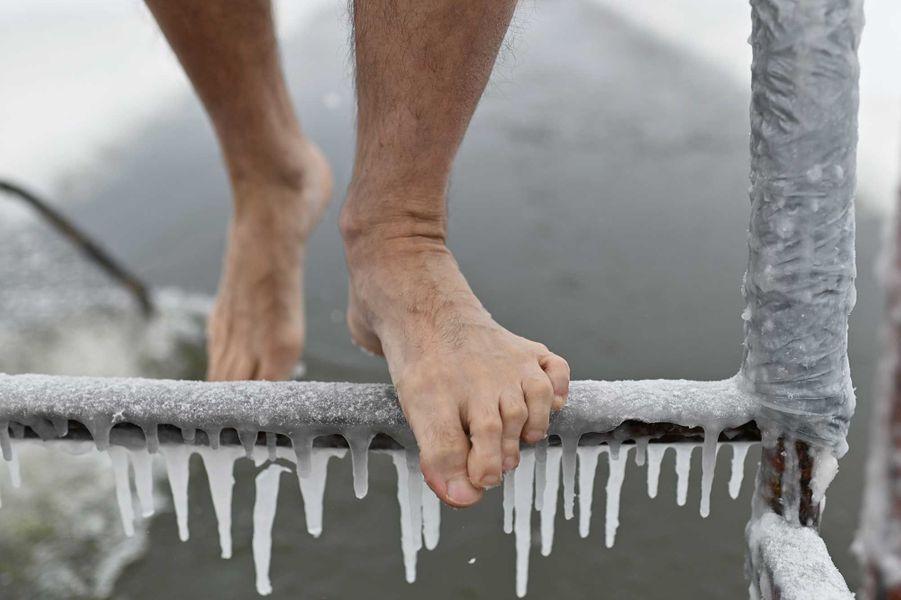Baignade gelée àOmsk, en Russie.