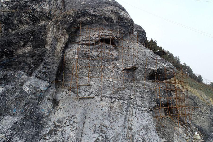 La sculpture du dieu Fuxi àXiangyang en Chine.