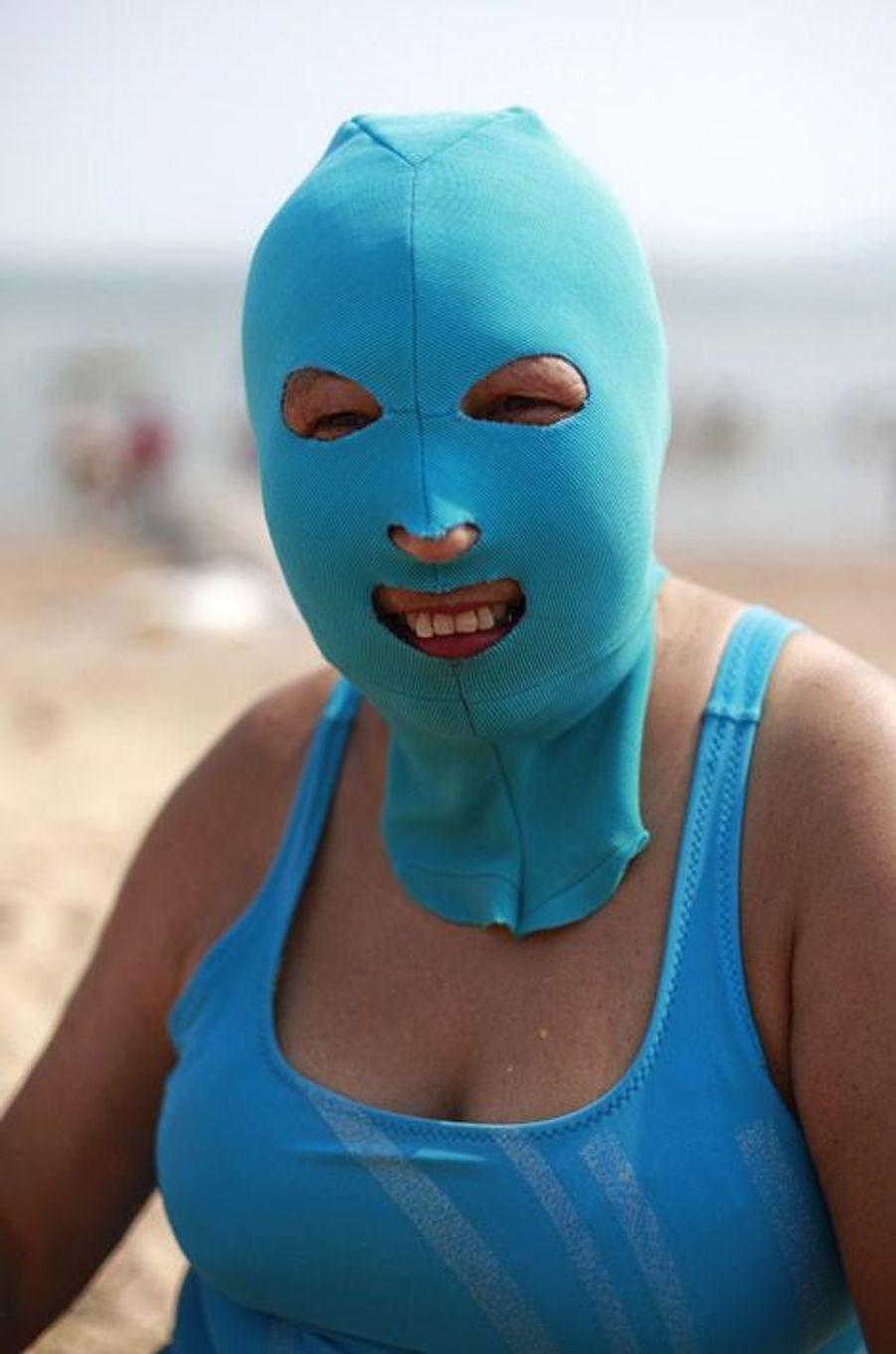 Le facekini encore présent sur les plages chinoises (photo prise en juillet 2012)