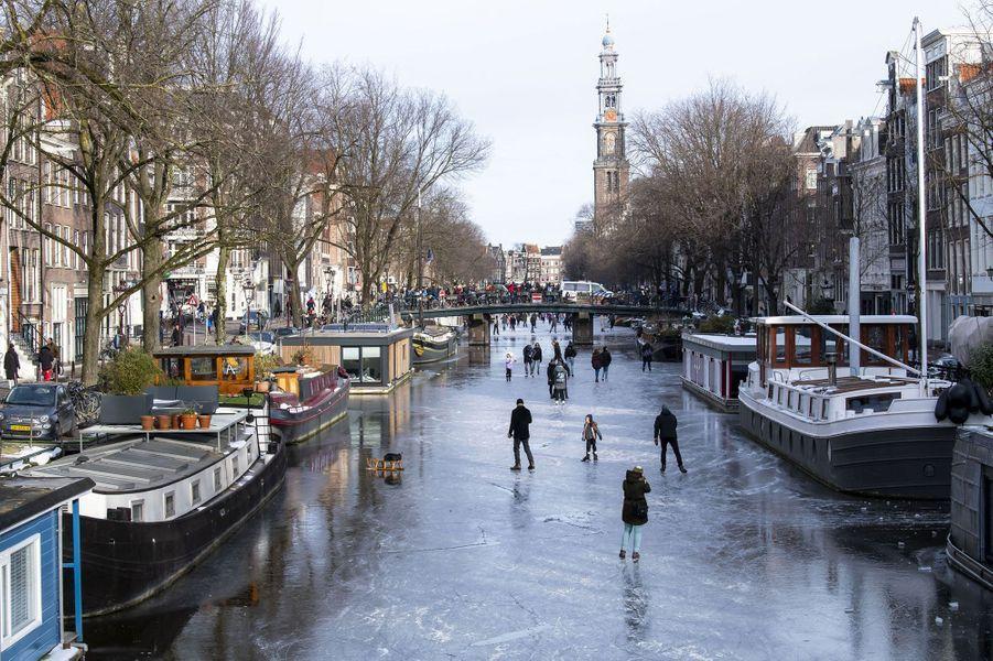 Un dimanche pas comme les autres à Amsterdam, avec comme activité, patins à glace sur les canaux de la ville.