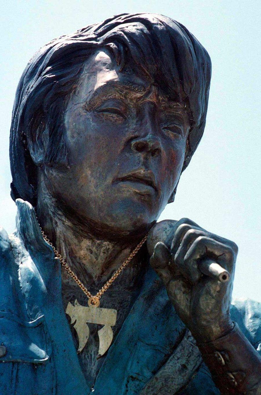 Une statue d'Elvis Presley à Jérusalem, en août 1997.