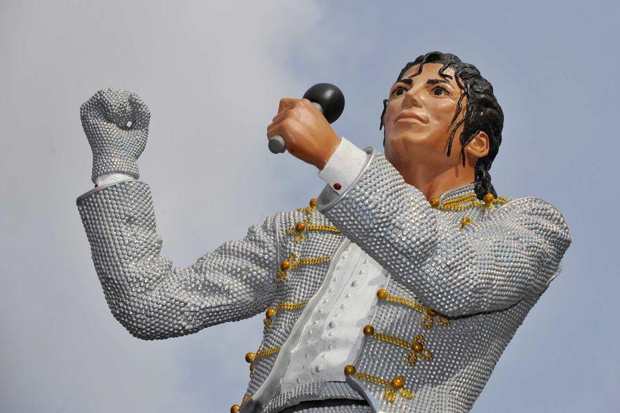 Une statue de Michael Jackson devant le stade de Craven Cottage, du club de foot de Fulham, en avril 2011.