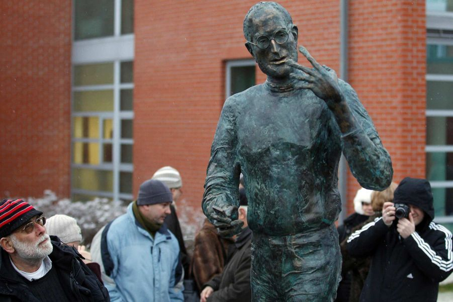 Une statue de Steve Jobs à Budapest, en Hongrie, en décembre 2011.
