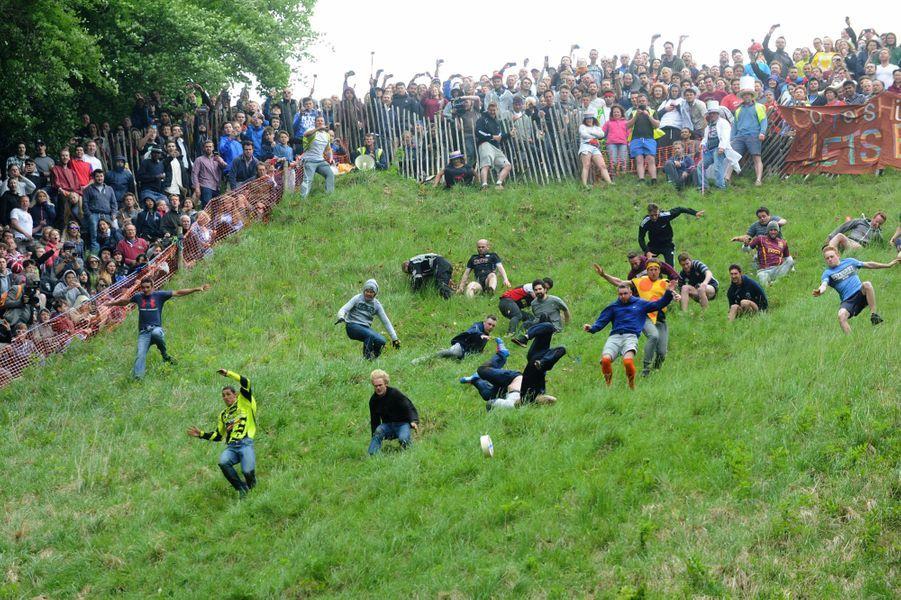 Le Gloucestershire Cheese Rolling a eu lieu lundi 30 mai 2016.